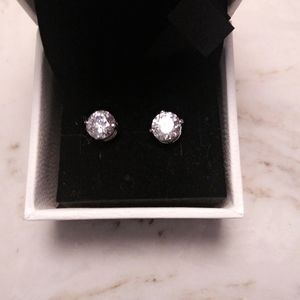 Diaminique3- 4ct totalwght.approximatePost earings